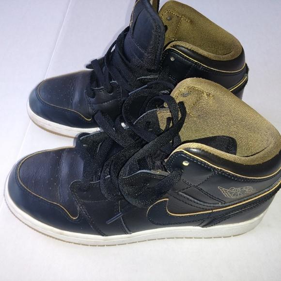 8dcc907ea7d757 Jordan Other - Air Jordan 1 Mid GS Size 5.5Y Black White Gold 554